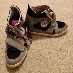 G by guess wedge sneakers